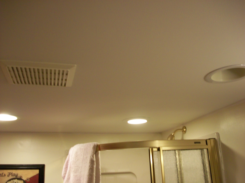Bathroom_ceiling_with_vent